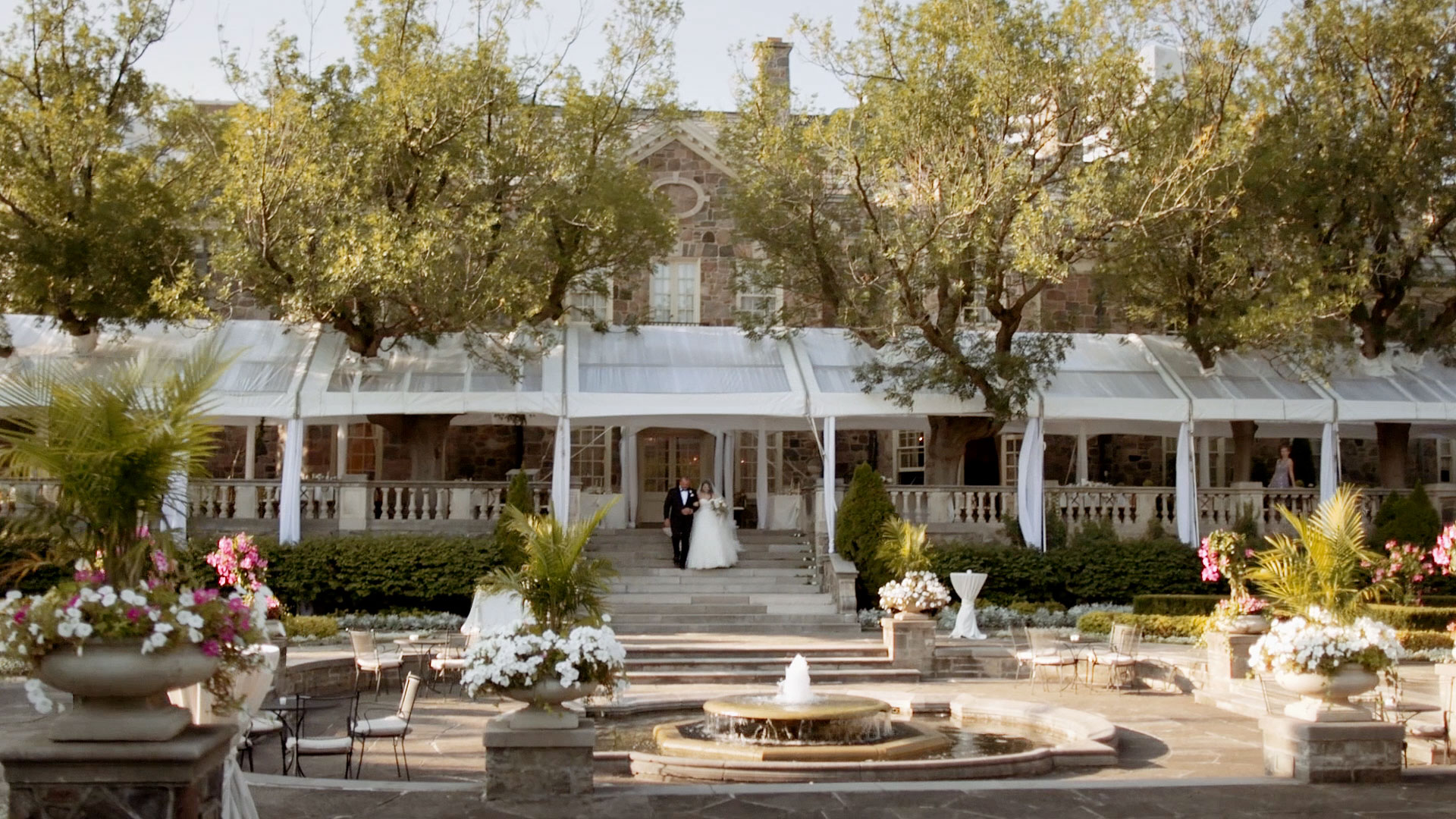 Graydon Hall Manor Wedding Entrance